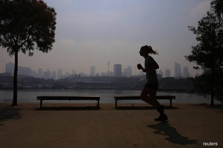 Hazardous smoke blankets Sydney as winds fan Australia bushfires
