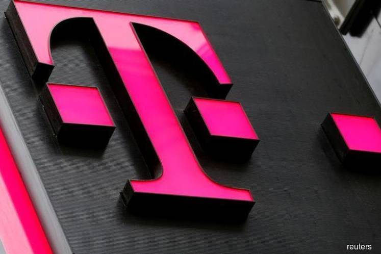 T-Mobile, Sprint renew deal as merger clears regulatory hurdles