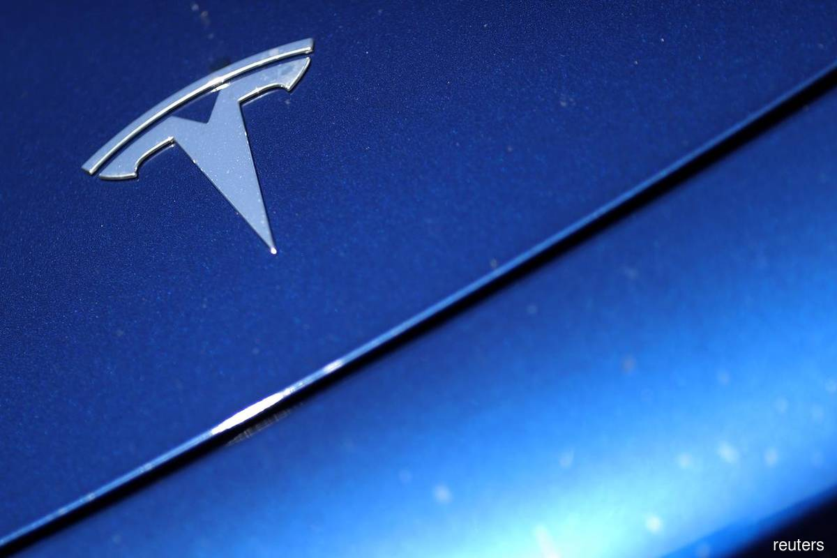 Tesla Plunges After Holder Baillie Gifford Cuts Stake