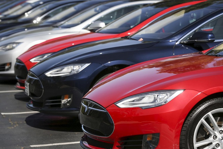 US probes touchscreen failures in Tesla Model S cars