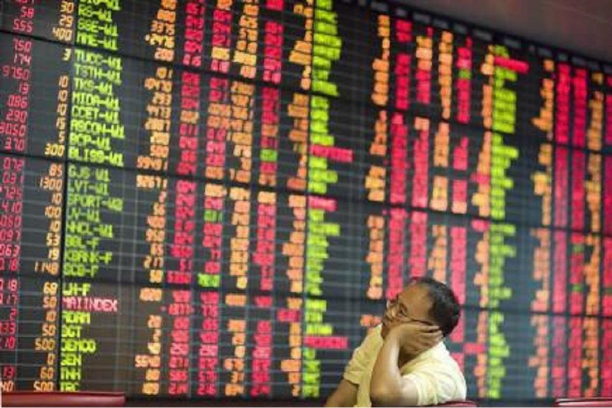 Thai, South Korean stocks hold to growth hopes, Singapore slips