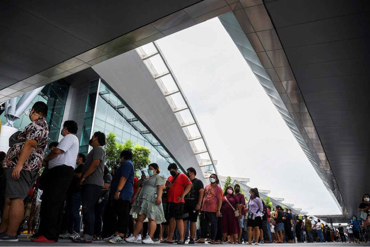 People wearing masks queue outside the Central Vaccination Center as Thailand opens walk-in first dose of the AstraZeneca coronavirus (Covid-19) vaccination scheme for elders, people with a minimum weight of 100kg and pregnant women in Bangkok, Thailand, July 22, 2021. (Photo by Reuters)
