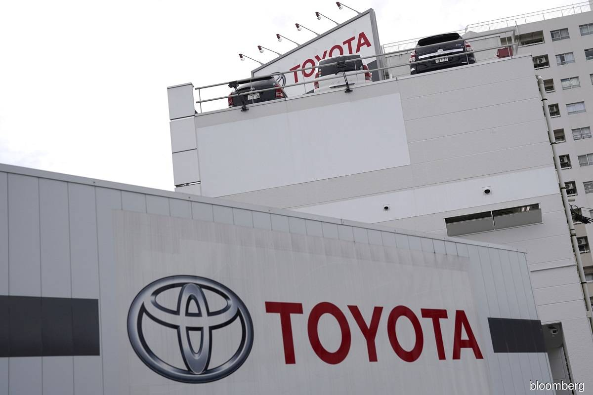 Toyota to invest ¥52.2 billion in KDDI to deepen ties for 'connected car'