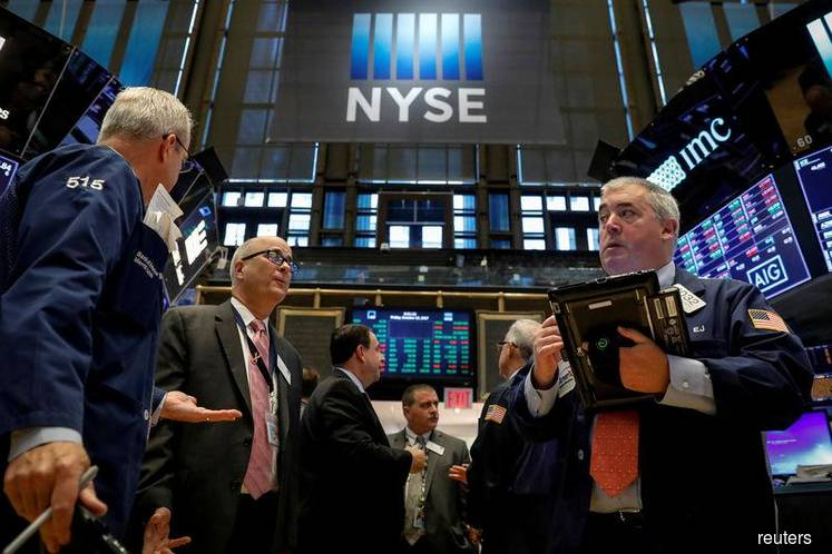 Wall St inches up with financials; earnings in focus