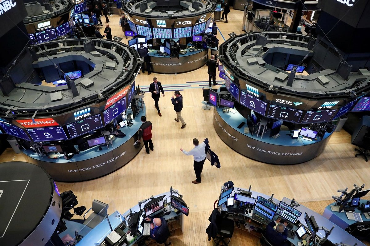 Wall Street closes lower as banks, energy shares tumble