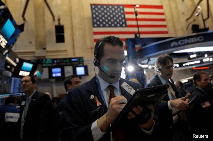 Wall St dips as pharma, bank stocks retreat