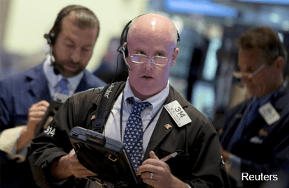 Futures flat as earnings season gathers pace