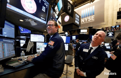 Dow edges up to seventh straight record high