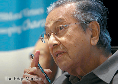 Dr Mahathir facing criminal defamation probe over Apandi post, says IGP