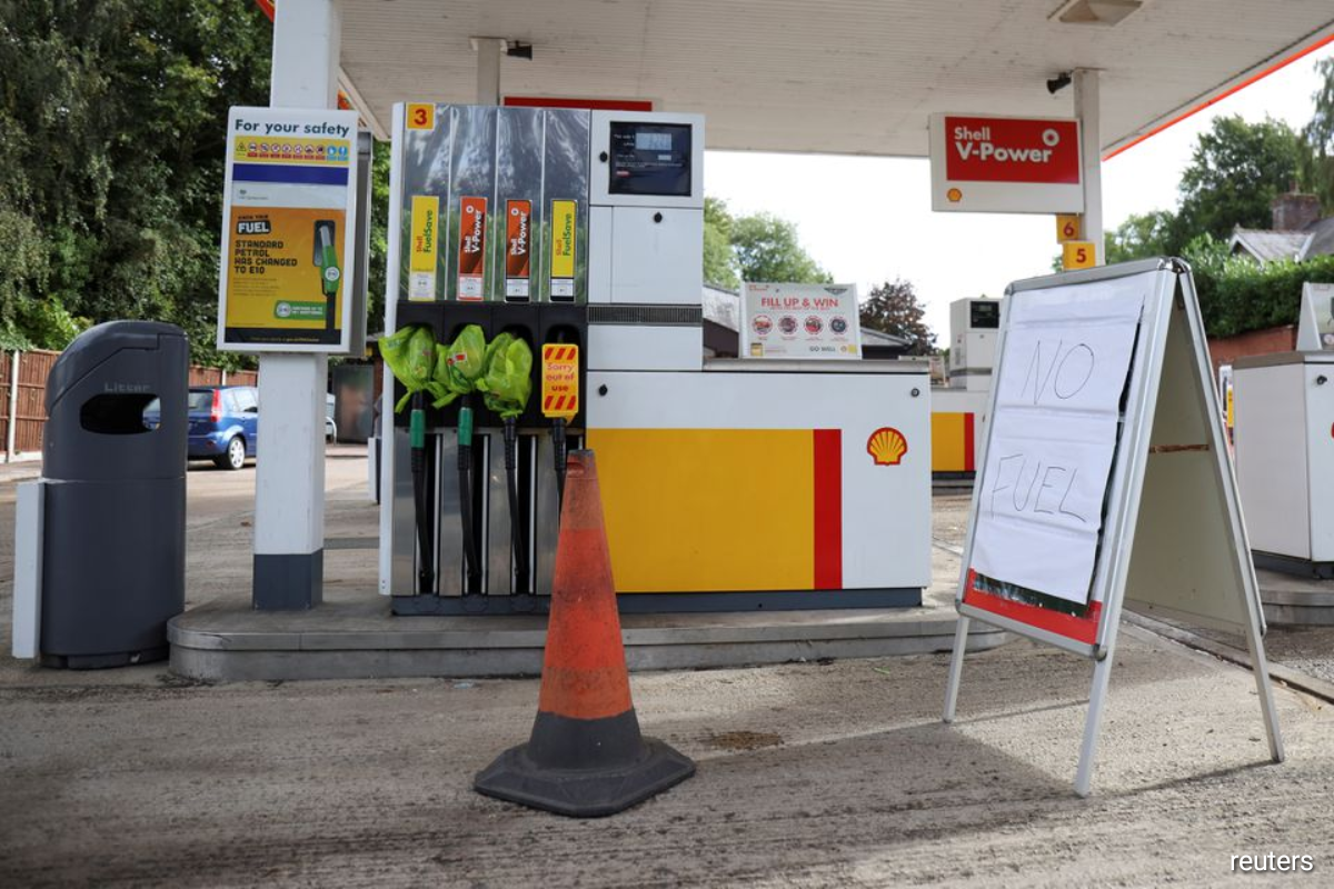 The Petrol Retailers Association (PRA), which represents independent fuel retailers accounting for 65% of all the 8,380 UK forecourts, said members had reported that 50% to 90% of pumps were dry in some areas.