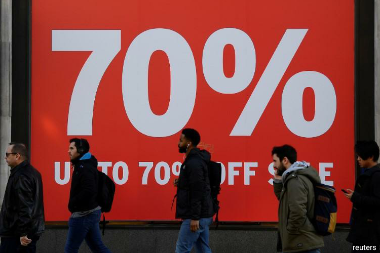 The consumer price index dropped to an annual rate of 0.8% in April from 1.5% in March, official data showed on Wednesday, broadly in line with economists' expectations in a Reuters poll. (Photo by Reuters)
