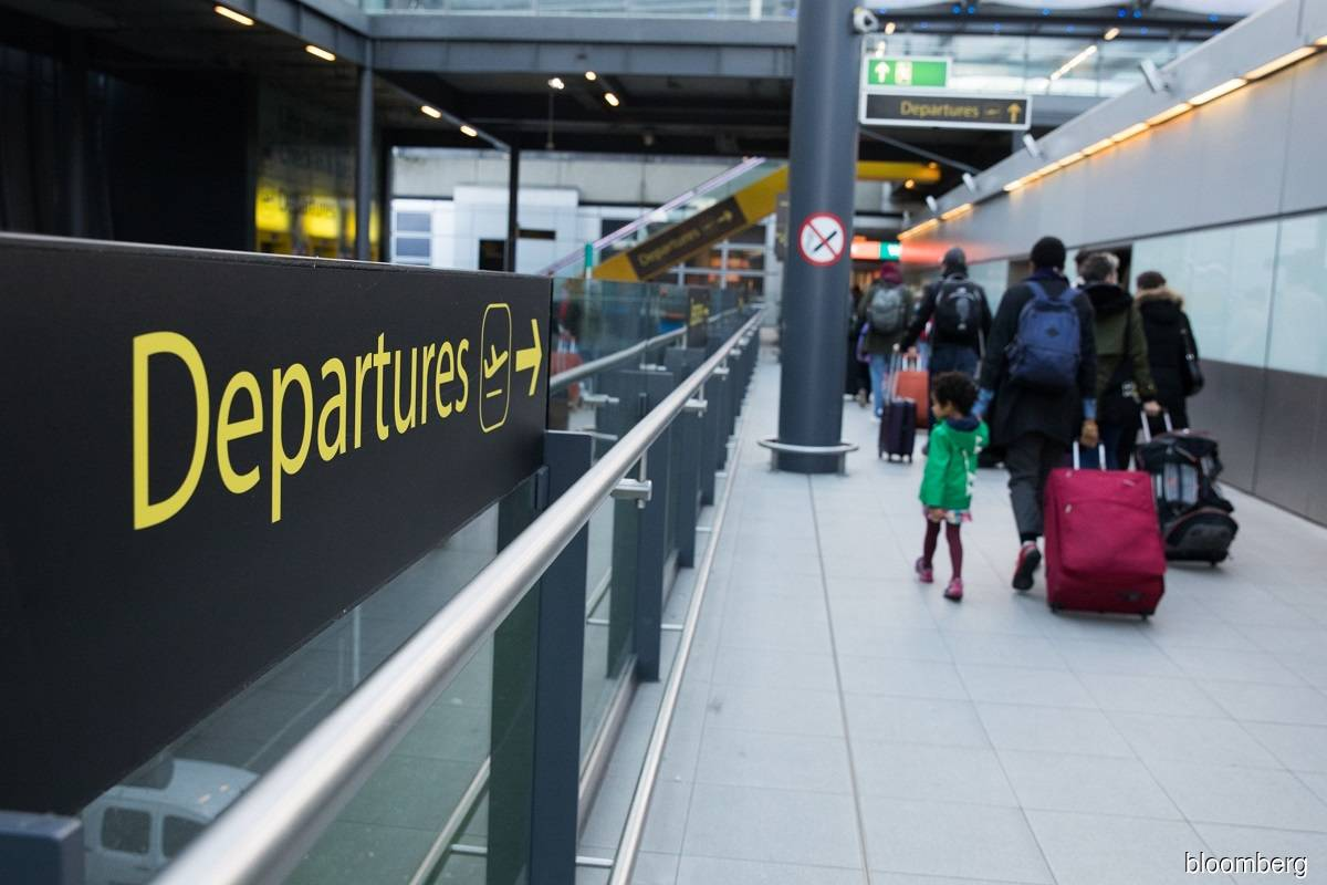 UK to give airports aid after Covid-19 rules tightened