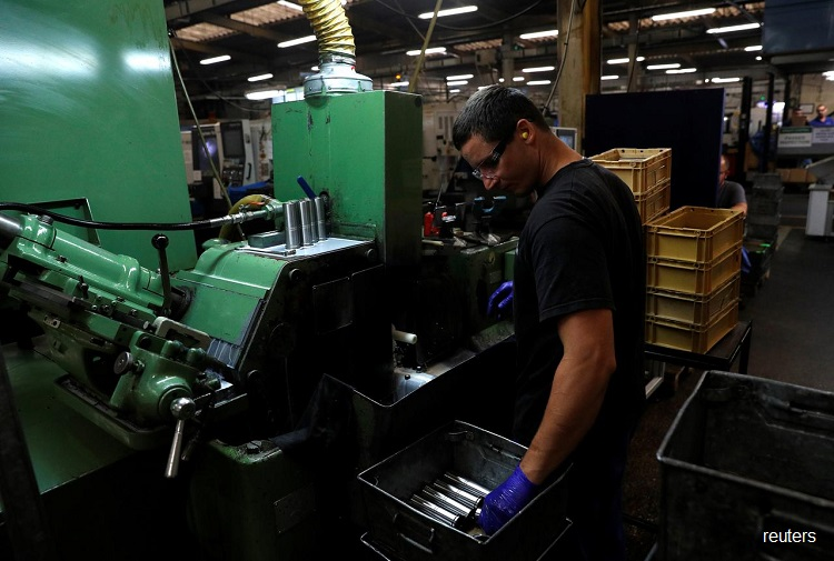 Pre-Brexit rush by manufacturers boosts UK economy in first quarter