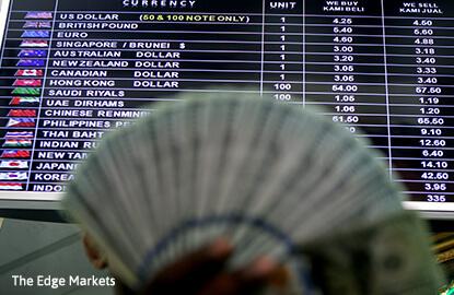US dollar slips as 'Trumpflation trade' fades