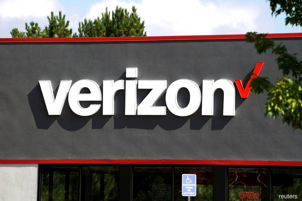 Verizon adds more-than-expected monthly phone subscribers