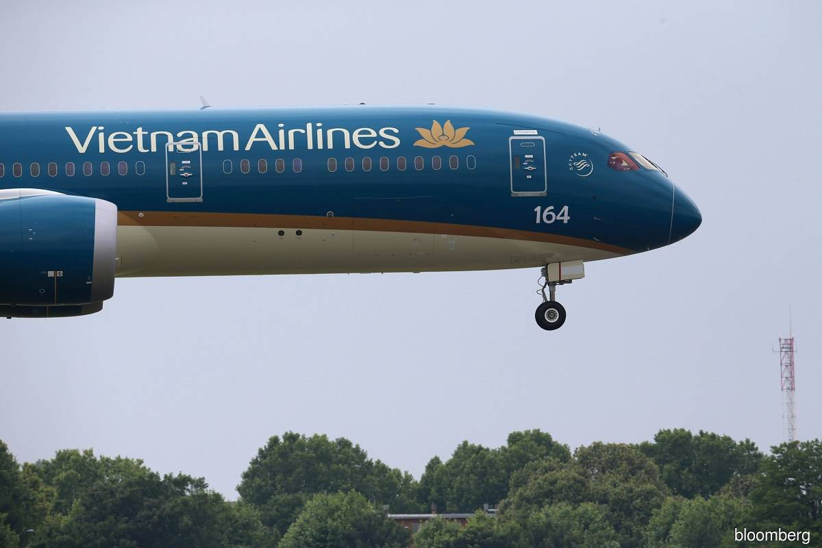 Three banks pledge interest-free loans to prop up Vietnam Airlines — report