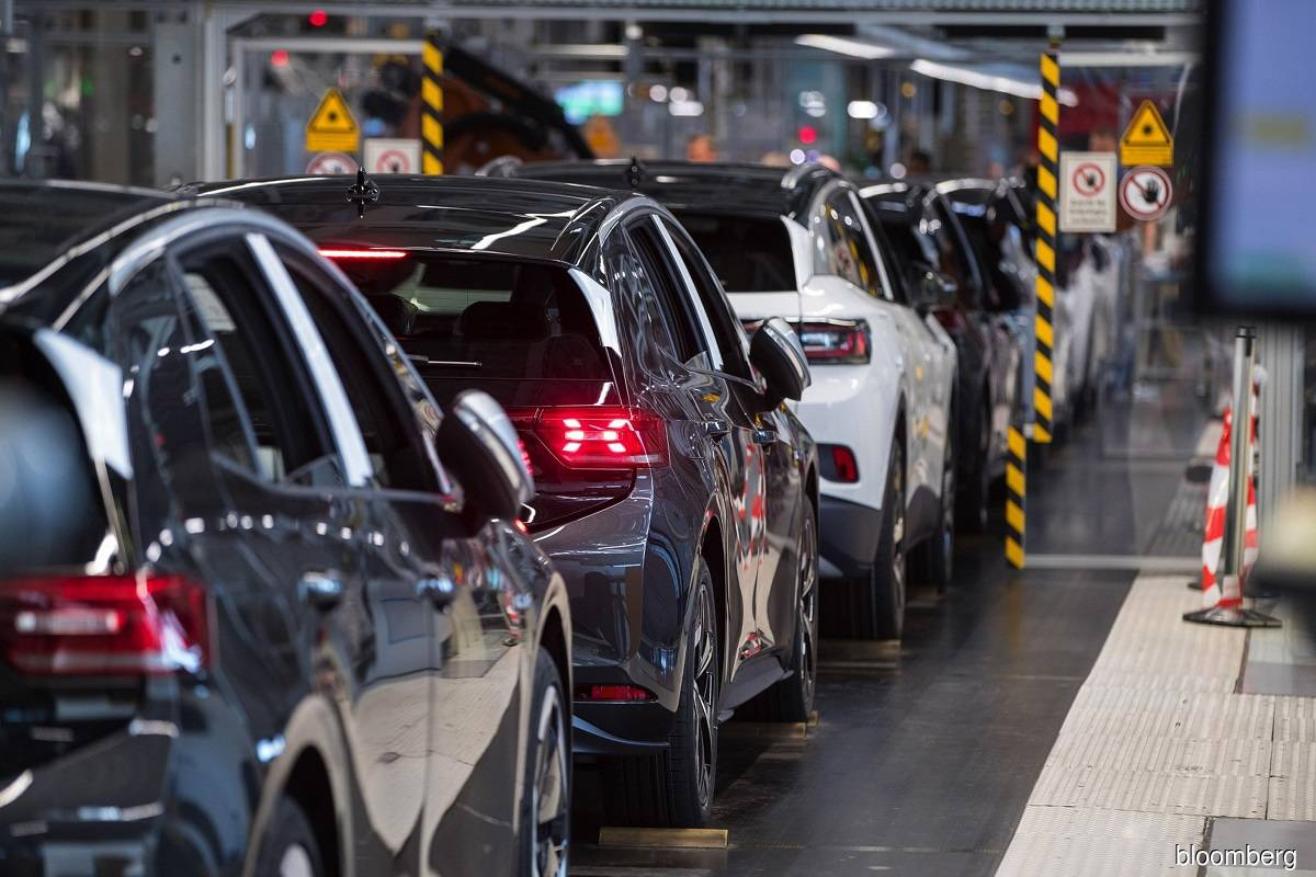 Carmakers face US$61 billion sales hit from pandemic chip shortage