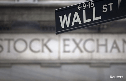 Wall St extends Fed-fueled rally; Nasdaq hits new high