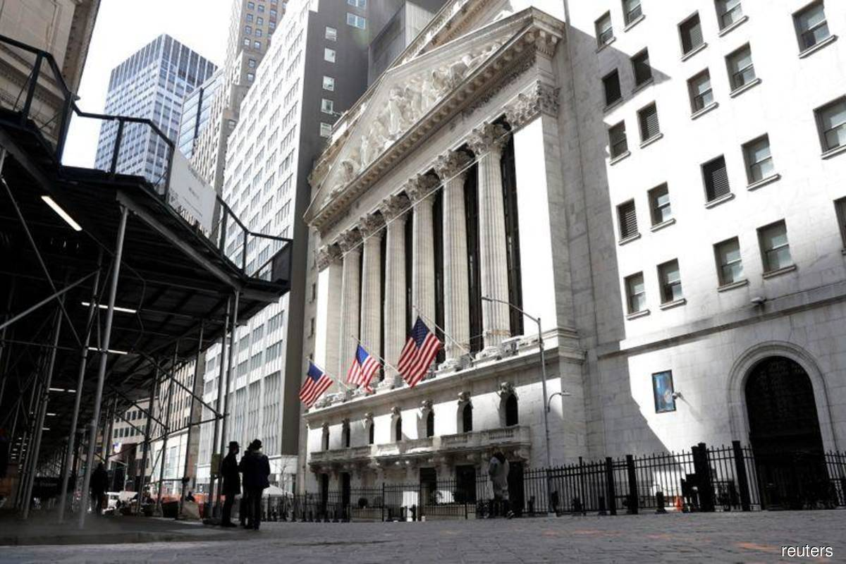 As rally in US stocks rolls on, signs of caution grow