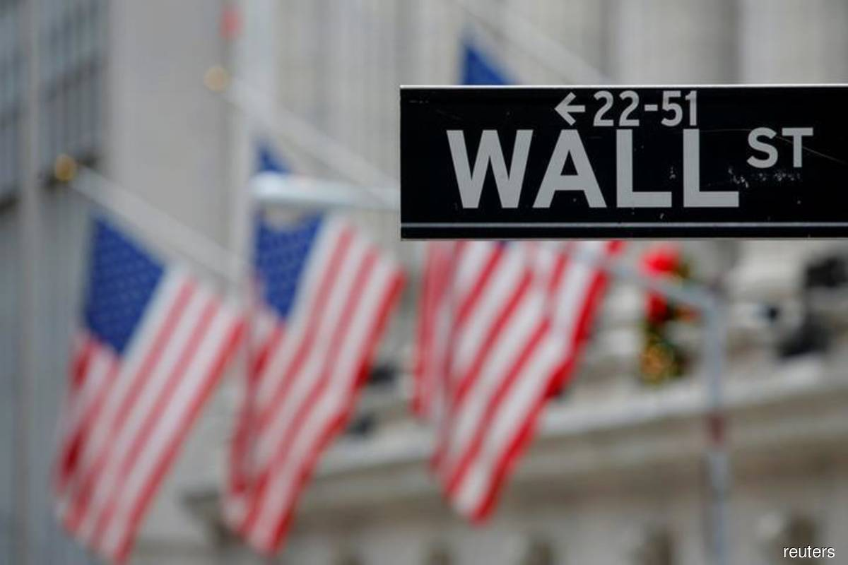 Wall Street ekes out gains, led by tech, growth stocks