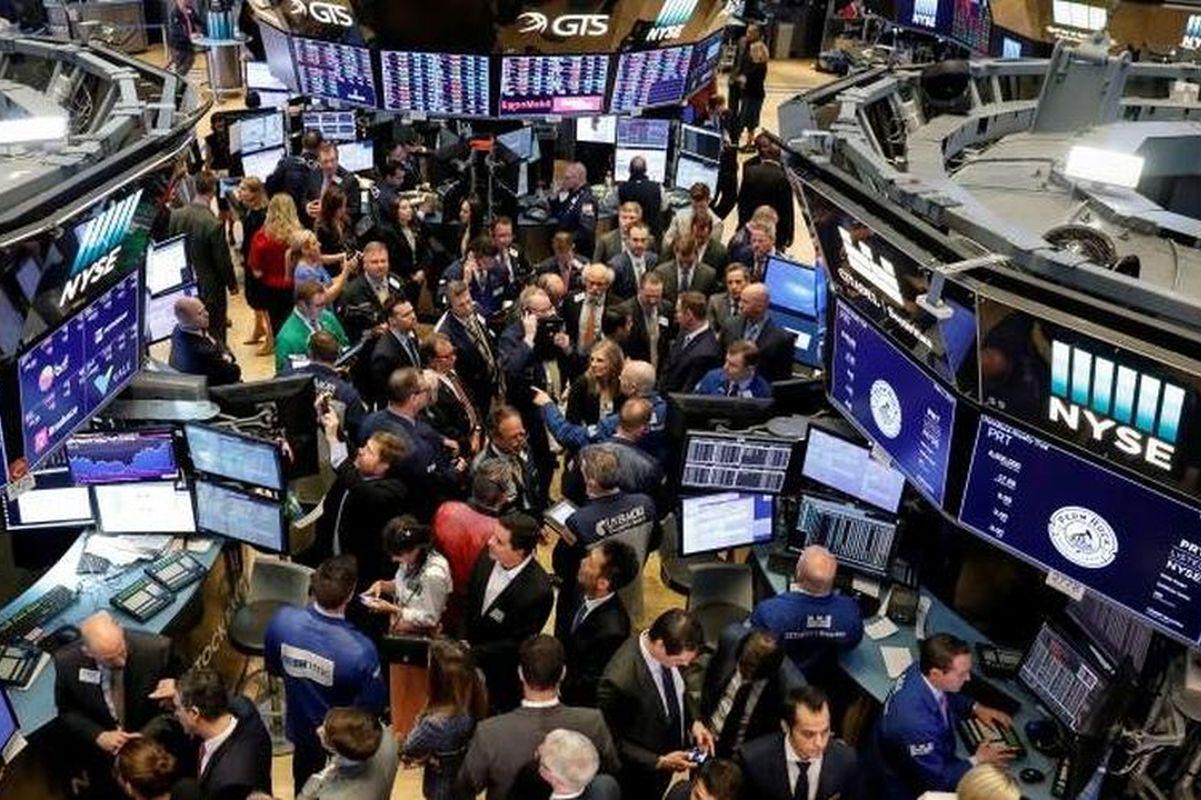 Dow hit by IBM results, Nasdaq rises on gains in Big Tech