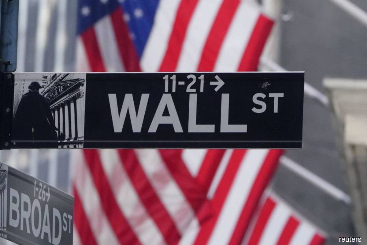 Tech stocks push S&P 500 to record close, buoy Nasdaq
