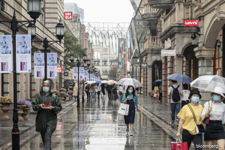 All districts in the city have been told to submit a plan laying out how they will prepare to conduct testing of everyone under their purview within 10 days, according to a document from Wuhan's anti-virus department cited in Chinese state media reports. (Photo by Bloomberg)