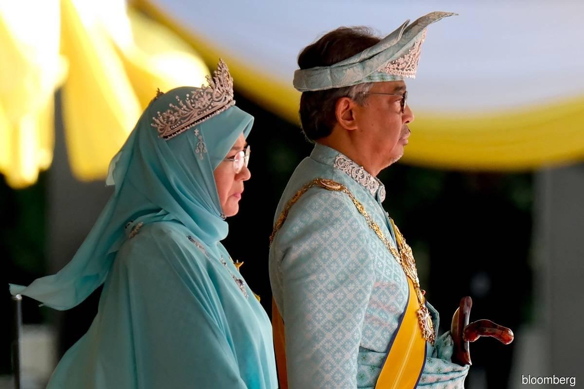 Yang di-Pertuan Agong Al-Sultan Abdullah Ri'ayatuddin Al-Mustafa Billah Shah (right) and Raja Permaisuri Agong Tunku Hajah Azizah Aminah Maimunah Iskandariah (left)